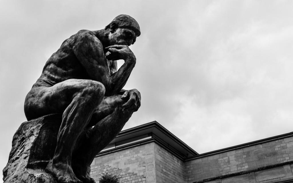skulptura-muzhchina-myslitel